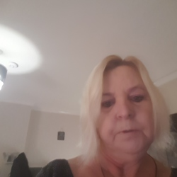 Joanne is looking for singles for a date