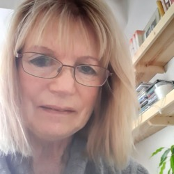 Shelagh is looking for singles for a date