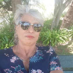 Genevieve is looking for singles for a date