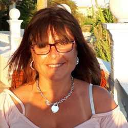 Dianne (48)