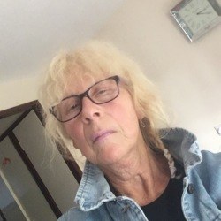 Annie is looking for singles for a date