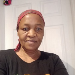 Mamzoe is looking for singles for a date