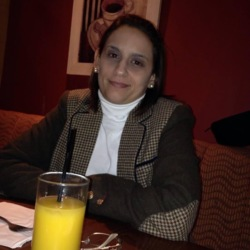 Debora is looking for singles for a date