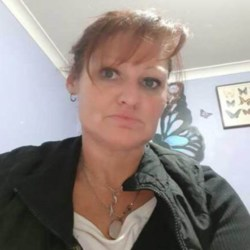 Joye is looking for singles for a date