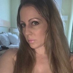Malilah is looking for singles for a date