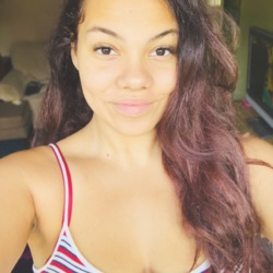 Anniekisses is looking for singles for a date