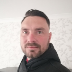 Dazza is looking for singles for a date