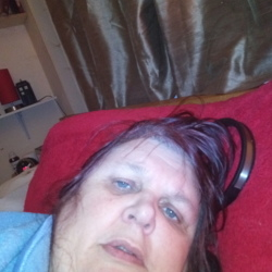 Lorraine is looking for singles for a date