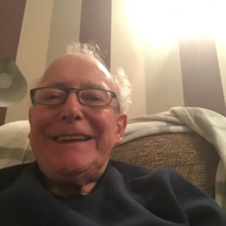 Rogeryouren is looking for singles for a date