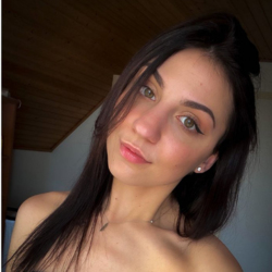 Euzebia is looking for singles for a date