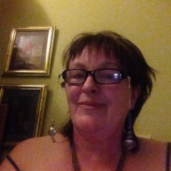 Anna is looking for singles for a date